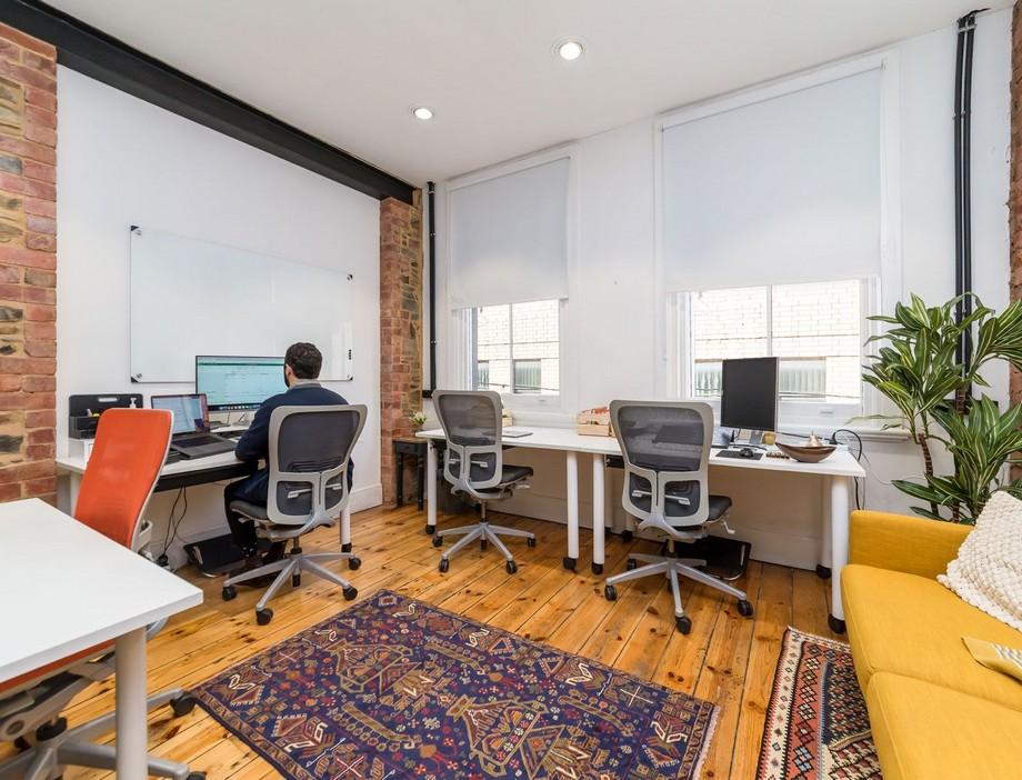 Mẫu thiết kế phòng làm việc trong không gian làm việc chung tông màu vàng thân thiện