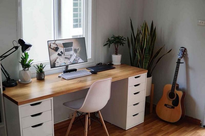 Chất liệu bàn làm việc phù hợp nhất với người mệnh Mộc là chất liệu gỗ