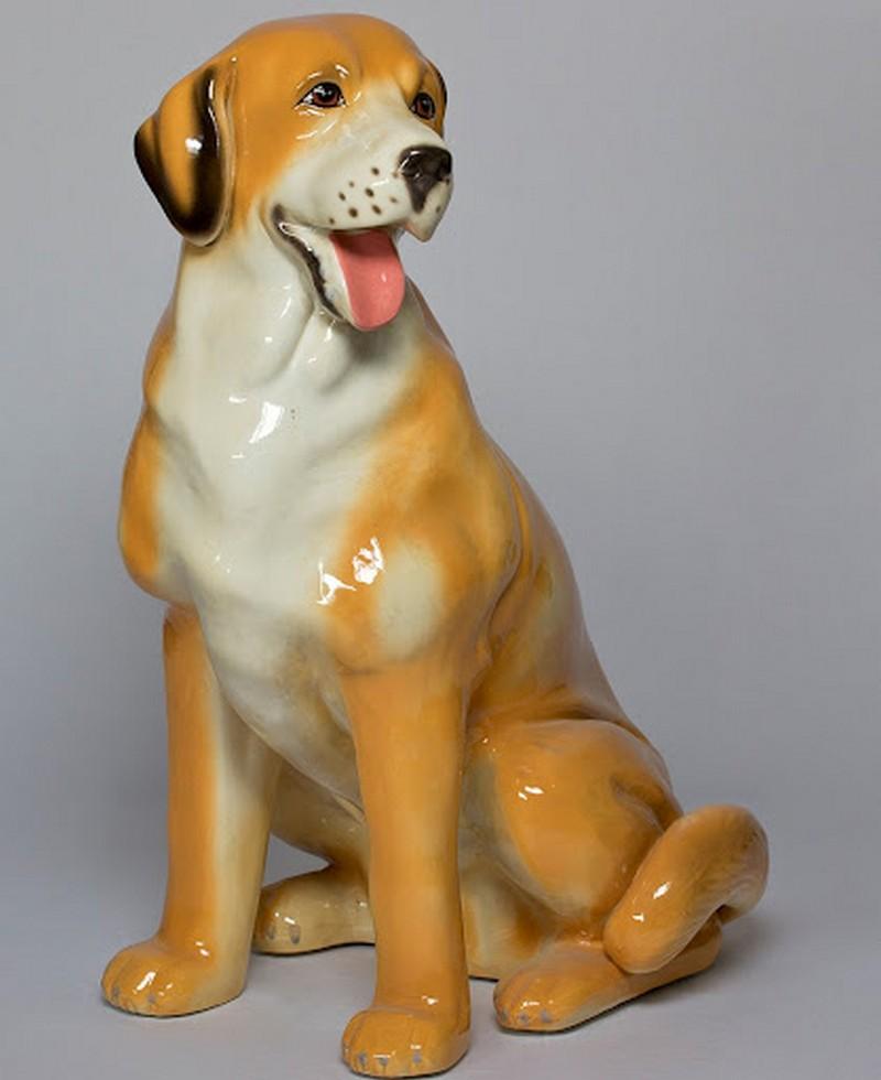 Tượng chó phong thủy đặt trên bàn làm việc cho người mệnh thổ