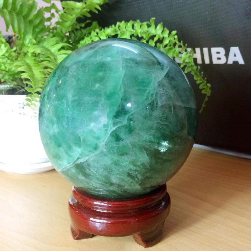 Người mệnh Thủy nên chọn quả cầu đá phong thủy màu xanh nước biển